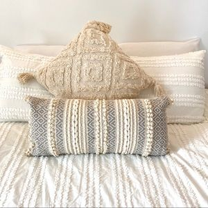 NWOT Textured Decorative Pillow